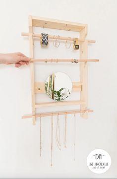 DIY : 24 idées malignes pour ranger ses bijoux Arts And Crafts, Diy Crafts, Decoration, Decorating Your Home, Ladder Decor, Oriental, Simple, Ranger, Home Decor