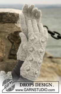 "DROPS gloves in 2 threads of ""Alpaca"" with cable and bobble pattern. ~ DROPS Design"