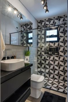 Small Bathroom Interior, Modern White Bathroom, Small Bathroom With Shower, Classic Bathroom, Tiny House Bathroom, Bathroom Design Small, Bathroom Layout, Bathroom Styling, Small Bathrooms