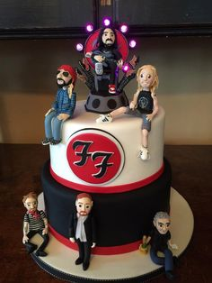Foo Fighters cake, this is fantastic Foo Fighters Nirvana, Foo Fighters Dave Grohl, Nate Mendel, Pat Smear, There Goes My Hero, Taylor Hawkins, Music Stuff, Rock Music, Cool Bands