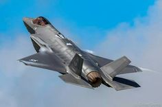 Us Military Aircraft, Military Jets, F35 Lightning, Stealth Aircraft, Us Air Force, Nose Art, Modern Warfare, War Machine, Fighter Jets
