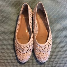 Stuart Weitzman flats Ivory lace flats. EUC. Size 8.5. Stuart Weitzman Shoes Flats & Loafers