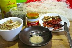 Ingredienti zuppa di noodles mediterranea