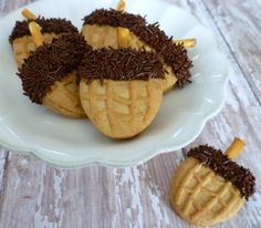 Nutter Butter Acorns  - Cute idea for a kid's Thanksgiving party! Snack Idea!