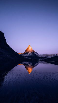 Fascinating Facts About the Matterhorn Mountain in Zermatt Zermatt, Mountain Wallpaper, Sunset Wallpaper, Wallpaper Art, Apple Wallpaper, Nature Wallpaper, Mobile Wallpaper, Iphone Wallpaper Totoro, Urban Landscape