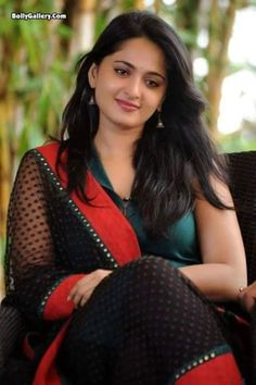 """Anushka Shetty otherwise known as Sweety Shetty, is the gorgeous Indian film actress in South Indian film industry. She made her acting debut with the Telugu film """"Super"""" in South Indian Actress, Beautiful Indian Actress, Beautiful Actresses, Beautiful Women, South Actress, Beautiful Saree, Beautiful Gorgeous, Actress Anushka, Bollywood Actress"""