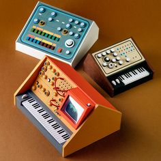 "archiemcphee: "" Australian designer and illustrator Dan McPharlin created these miniature synthesizers and pieces of recording equipment that look like they're all set to be plugged in and used. Design Blog, Web Design, Analog Synth, Cardboard Model, Retro, Paper Art, Paper Crafts, E Piano, Miniatures"