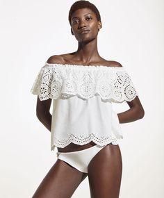 Блуза из шитья, 3299руб - Блуза с открытыми плечами и воланом из шитья - Тенденции женской моды весна лето 2017 на Oysho онлайн.