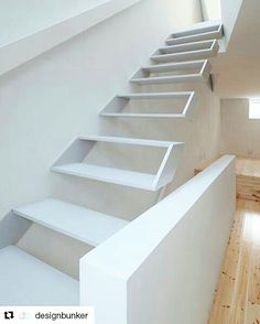 House in Osaka by Ido, Kenji Architectural Studio with a twisted floor and floating staircase. Floating Staircase, Modern Staircase, Staircase Design, Stair Design, Stairs Architecture, Interior Architecture, Japan Architecture, Minimal Architecture, Interior Stairs