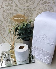Ateliê / Enxoval Casa e Bebê (@atelierechilieu) | Instagram photos and videos Toilet Paper, Aurora, Machine Embroidery, Diy And Crafts, Embroidered Towels, Bath Linens, Party Stuff, Toilet Ideas, Needlepoint