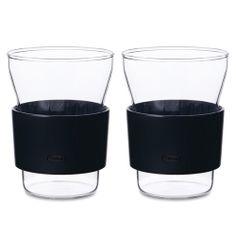 De HotCool theeglazen zijn gemaakt van hittebestendig glas met een kunststof houder. Ideaal voor hele koude of hele hete dranken. Ze worden geleverd in een set van twee en hebben ieder een inhoud van 340 ml. De hoogte van het glas is 10,8 cm.