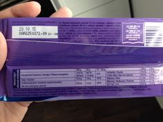 Milka 3/3: Nakonec nám ani EAN neodpověděl na otázku, jestli Milka určená na český trh je nějak cinknutá. EAN kód nedává informaci o tom, kdo a kde čokoládu vyrobil, ale pouze říká, kdo čokoládu prodává. Také je správně, že EAN obou čokolád se liší, protože se jedná o různé jazykové mutace. Nakonec perlička: prý je běžné, že stejný výrobek v různých řetězcích může mít trošku jiné složení i v rámci jedné země.