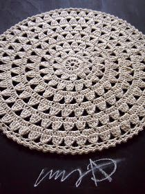 """Acabei de fazer esse modelo m - Picture Archive This Pin was discovered by Lei How to conn Crochet Mat, Crochet Rug Patterns, Crochet Carpet, Crochet Round, Crochet Home, Filet Crochet, Crochet Designs, Crochet Placemats, Crochet Doilies"