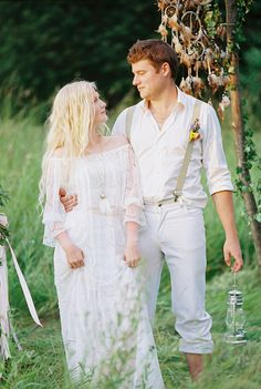 Bohemian wedding inspiration shoot in the countryside with a dose of vibrancy
