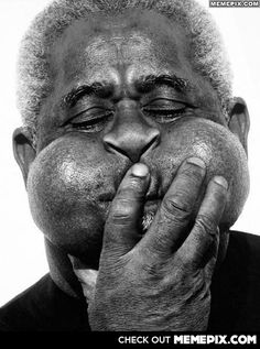 John Birks Gillespie better known as Dizzy Gillespie, was an American jazz trumpeter, singer and songwriter. Gillespie, along with Charlie Parker, was one of the most relevant figures in the development of bebop and modern jazz. Robert Mapplethorpe, Robert Doisneau, Musica Black, Dizzy Gillespie, Photo Star, Herb Ritts, Foto Poster, Diane Arbus, Jazz Musicians