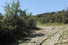 L'antique Via Domitia nous balade à travers le midi de la France. Le long de cette voie romaine, les étapes se font culturelles ou nature, mais toujours ensoleillées.