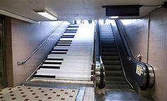 [Vídeo] Degraus de escadas se transformam em teclas de piano gigantes para estimular exercício físico