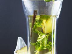 Ingwer-Minz-Tee mit Süßholz | http://eatsmarter.de/rezepte/ingwer-minz-tee-mit-suessholz
