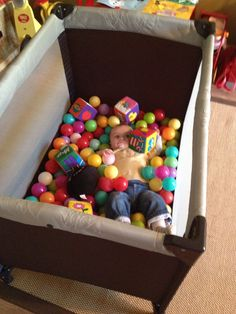 DIY ball pit for babies / toddlers