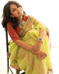 Muse and pic courtesy Saree . Cotton Saree Designs, Blouse Designs Silk, Saree Wearing Styles, Saree Styles, Indian Gowns Dresses, Saree Photoshoot, Stylish Sarees, Saree Look, Elegant Saree