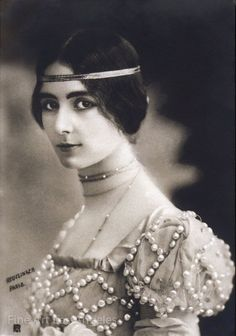 Medieval details // Leopold Reutlinger photo, of Cleo de Merode, a French dancer of the Belle Epoque, Cleopatra, Belle Epoque, Fine Art Photo, Photo Art, Diana, Famous Dancers, New Fine Arts, Father Photo, Giovanni Boldini