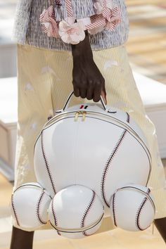 Thom Browne Spring 2020 Men's Fashion Show Details Fashion Handbags, Fashion Bags, Men Fashion Show, Mens Fashion, Creative Bag, Novelty Bags, Quirky Fashion, Tote Backpack, Unique Bags