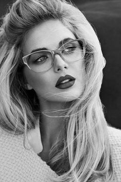 armpit up portrait - female - blonde - bangs back - shoulder length hair - glasses - lips - black and white Photo Portrait, Portrait Photography, Fashion Photography, Event Photography, Looks Dark, Girls With Glasses, Nice Glasses, Glasses Style, Pretty Face