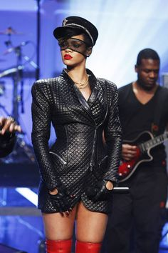 Quite a large collection of Rihanna photos, hope you enjoy them. It would seem the lovely Rihanna appreciates leather, Latex & PVC and God b. Mode Rihanna, Rihanna Riri, Rihanna Style, Rihanna Fashion, Rihanna Vogue, Photos Rihanna, Rihanna Outfits, Stage Outfits, Rihanna Costume