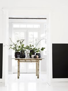Beautiful living room decor ideas: All set to get started making your own living room design? Discover living room ideas and design inspiration from a bunch of living rooms, such as theme, decor, and color. Click the link to find out Estilo Interior, Interior Styling, Feng Shui, White Hardwood Floors, Living Room Designs, Living Room Decor, Living Area, Living Rooms, Decoration Design