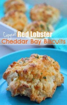 Copycat Red Lobster Cheddar Bay Biscuits These are the best ! and this is the easiest recipe out there ! Quinoa, Cheddar Bay Biscuits, Bisquick Recipes Biscuits, Drop Biscuits, Great Recipes, Favorite Recipes, Family Recipes, Crockpot, Food Porn