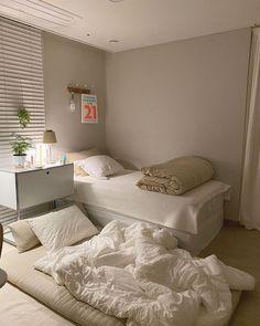 Room Design Bedroom, Room Ideas Bedroom, Home Room Design, Bedroom Decor, Dream Rooms, Dream Bedroom, Minimalist Room, Aesthetic Room Decor, Cozy Room