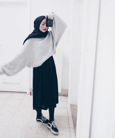 """""""Top 10 Styles"""" Perfect Summer Look - Latest Casual Fashion Arrivals. - """"Top 10 Styles"""" Perfect Summer Look – Latest Casual Fashion Arrivals. The Best of casual outfits in 2017 nice Source by easterdiy - Street Hijab Fashion, Muslim Fashion, Modest Fashion, Fashion Outfits, Fashion 2017, Islamic Fashion, Dress Fashion, Fashion Clothes, Look Fashion"""