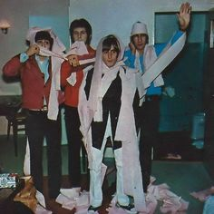 Bonus: The Who + text post meme John Entwistle, Keith Moon, Teenage Wasteland, Pete Townshend, Roger Daltrey, Gifs, 60s Music, Fandom, Wattpad