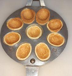 Prajitura nuci cu crema in forma de nuci   Retete culinare gustoase Griddle Pan, Grill Pan