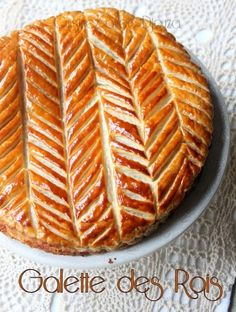 Galette des rois with frangipane made with pastry cream. A very tasty galette from Cyril Lignac to make either with a homemade puff pastry cake pops cake cake desserts desserts dulces en vaso faciles gourmet navidad