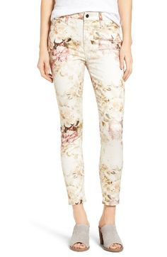 Free shipping and returns on Jen7 Floral Print Stretch Ankle Skinny Jeans (Vintage Garden) at Nordstrom.com. Break from the usual blues with high-rise skinny jeans flaunting a lovely vintage-inspired floral pattern on soft, stretch-cotton sateen.