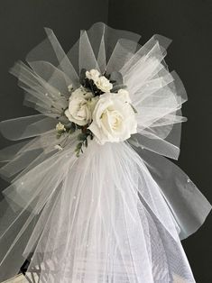 Wedding Door Decorations, Wedding Door Wreaths, Bridal Shower Wreaths, Wedding Door Hangers, White Bridal Shower, Wedding Doors, Bridal Shower Decorations, White Roses Wedding, Rose Wedding