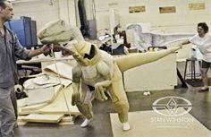 content_jurassic-park-raptor-suit-stan-winston-studio-archival-photo-dinosaur-practical-effects-.jpg;  575 x 374 (@100%)