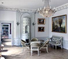 Image via @frantz.wehrle on Instagram Swedish Cottage, Swedish Decor, Swedish Style, Swedish Design, Nordic Design, French Decor, Nordic Style, Empire Furniture, Swedish Interiors