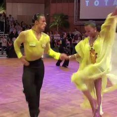 Bachata Dance, Dance Choreography Videos, Dance Videos, Tango Dance, Dance Picture Poses, Dance Pictures, Salsa Dancing, Dirty Dancing, Amazing Dance Photography