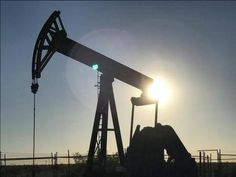 النفط يرتفع بدعم توقعات تمديد اتفاق خفض الإنتاج -  ارتفعت أسعار النفط اليوم الأربعاء بدعم من الثقة في أن اتفاق خفض الإنتاج الذي تقوده منظمة البلدان المصدرة للبترول (أوبك) بهدف تقليص تخمة المعروض سيتم تمديده حتى نهاية الربع الأول من العام المقبل. وبحلول الساعة 06:52 بتوقيت جرينتش زادت العقود الآجلة لخام القياس العالمي مزيج برنت 19 سنتا أو 0.35 % إلى 54.34 دولار للبرميل. وزاد خام غرب تكساس الوسيط الأمريكي في العقود الآجلة 17 سنتا أو 0.33 % إلى 51.64 دولار للبرميل.  -  المصدر : #أخبار_مصر…