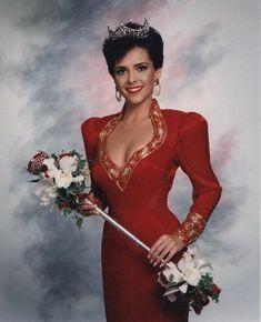 Leanza Cornett (1971-2020) Miss America Winners, Pageant Headshots, Miss Florida, Tv Presenters, Beauty Pageant, Christian Music, Beauty Queens, The Little Mermaid, Evening Gowns