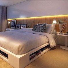 Quarto l Painel com fita de led e cama baixa, resultaram neste design despojado e aconchegante! ...