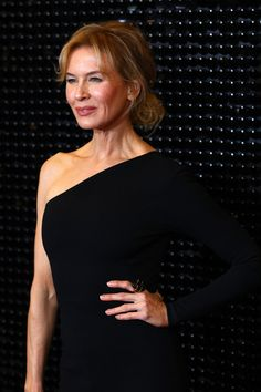 Renee Zellweger Photos - Renee Zellweger attends the Australian premiere of Judy at The Capitol on October 2019 in Melbourne, Australia. Bridget Jones, Renee Zellweger, Cinema Actress, Black Outfits, Sport Motivation, Melbourne Australia, Net Worth, I Fall In Love, Horoscope