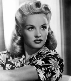 ideas vintage wedding hairstyles victory rolls pin up for 2019 Cabelo Pin Up, Peinados Pin Up, Easy 50s Hairstyles, Short Haircuts, Vintage Hairstyles Tutorial, Bob Hairstyles, Hollywood Hairstyles, African Hairstyles, Black Hairstyles