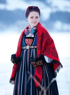 ornamental wool shawl via Folklore Fashion, Copyright-valdres