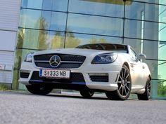 [Mercedes SLK 55 AMG] Die dritte Generation des SLK präsentiert sich sportlich wie nie, allen voran das Topmodell, der SLK 55 AMG, den wir zum Test begrüßen durften. #mercedes #slk #amg #roadster #cabrio Mercedes Slk, Mercedes Smart, Motor Car, Bmw, Vehicles, Convertible, Sporty, Car, Automobile