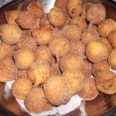 Bolinho de chuva Snack Recipes, Snacks, Chocolate, Pretzel Bites, Chips, Food And Drink, Sweets, Bread, Vegetables