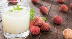 Receita power de suco de detox com lichia, que ajuda a eliminar a gordurinha abdominal, para  começar o ano de 2015 com o pé direito e muita disposição!!! www.carolcelico.com