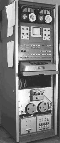 The operating system for the LINC (Laboratory Instrument Computer) - the first minicomputer and forerunner to the personal computer - was developed by Mary Allen Wilkes. Engineering Technology, Computer Technology, Mechanical Engineering, Pc Computer, Retro Design, Web Design, Old Computers, Vintage Classics, Retro Futurism